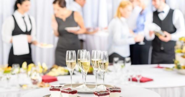 Organizarea evenimentelor și servicii de catering